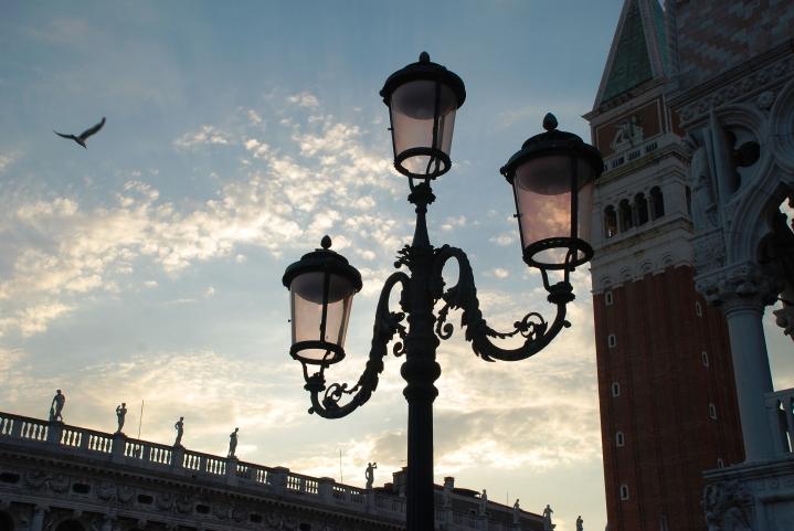 Tramonto dorato sul Leone di San Marco
