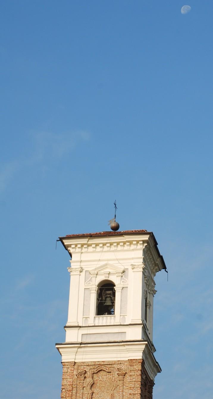 Il campanile e la luna