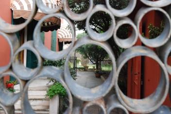 Oltre il cancello - 1