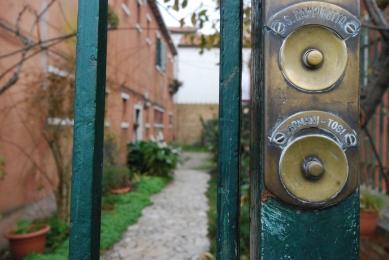 Oltre il cancello - 2