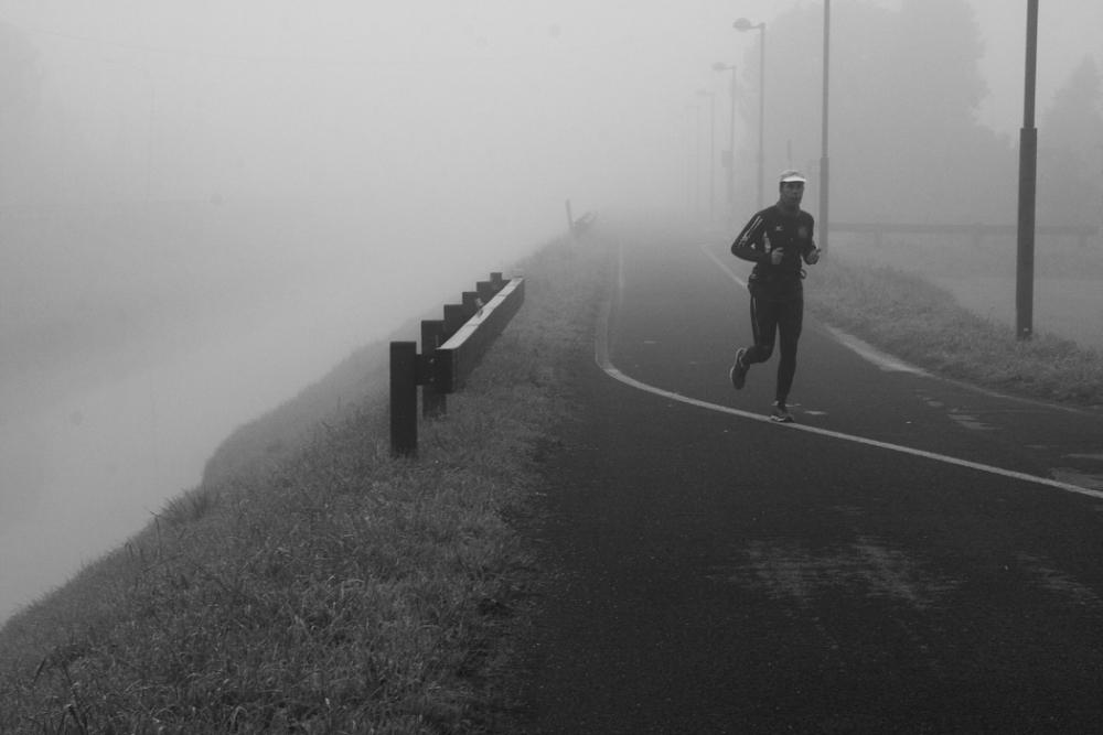 FUNSide | Photo: Runners in the mist (2/4)