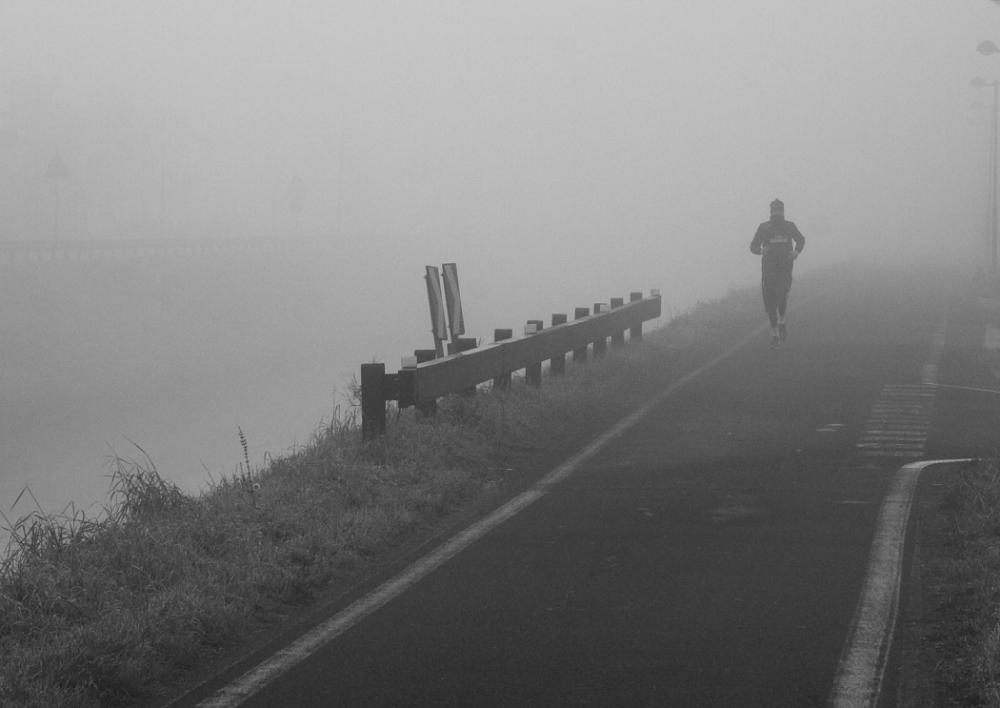 FUNSide | Photo: Runners in the mist (3/4)