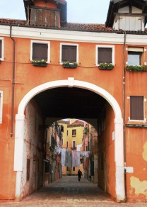 Weekly Photo Challenge - Orange Venezia Sotoportego