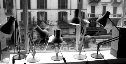 Lampade alla finestra